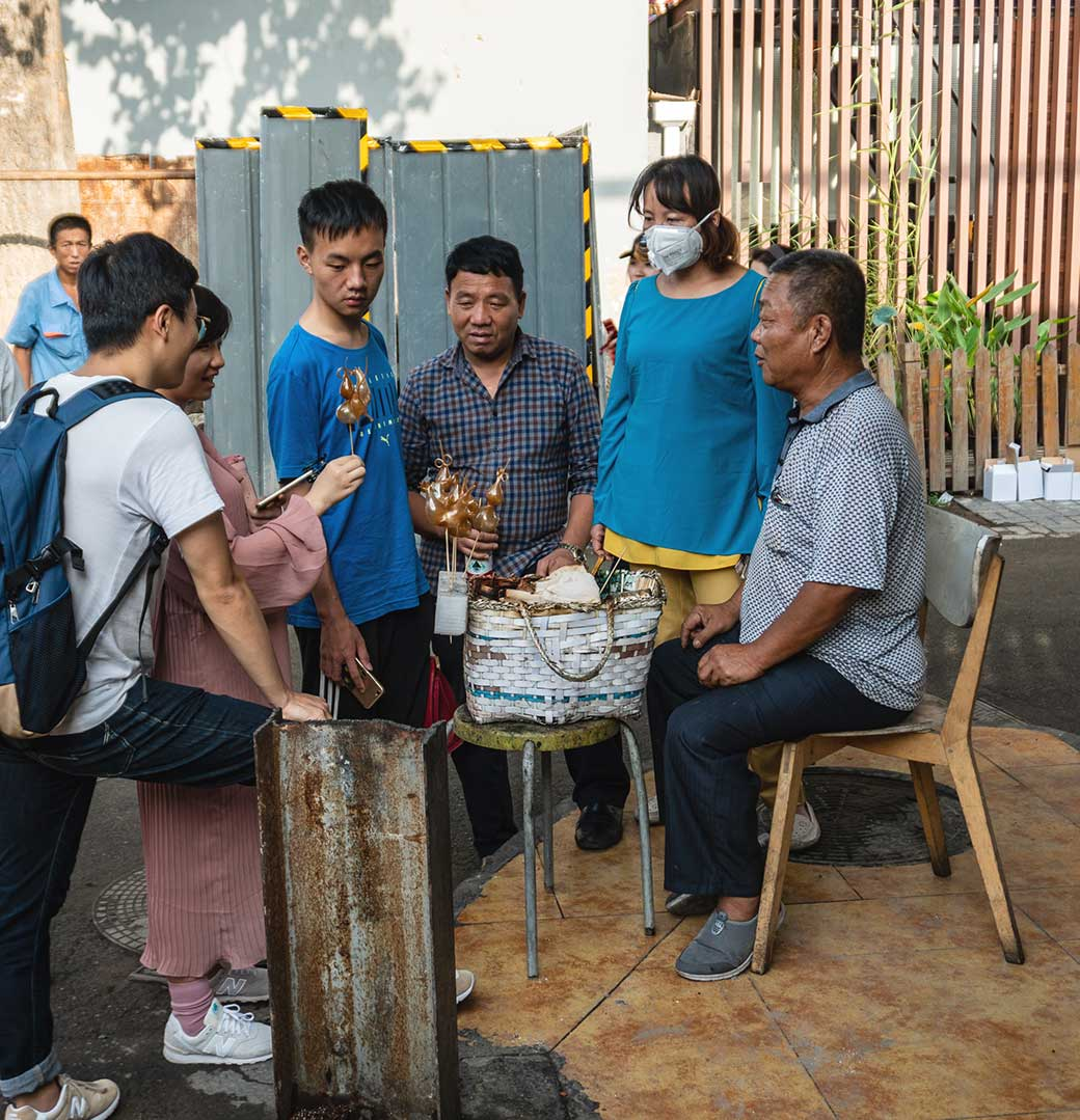 Suger sculpture treats Maker in the Hutongs