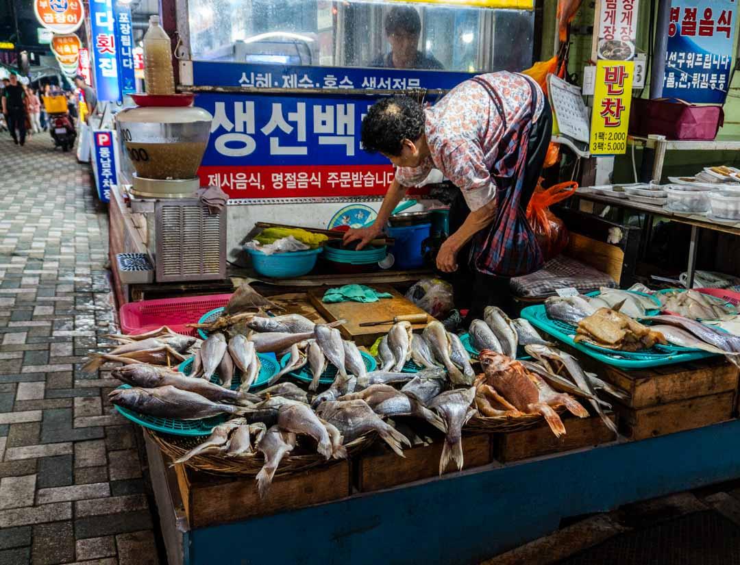 Busan - Haeundae Beach Night Market -Fresh fist vendor