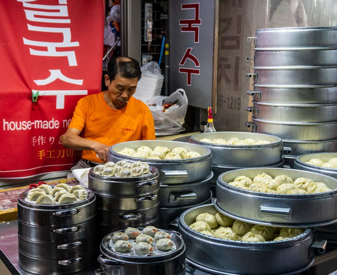 Busan - Haeundae Beach Night Market - Dumpling vendor