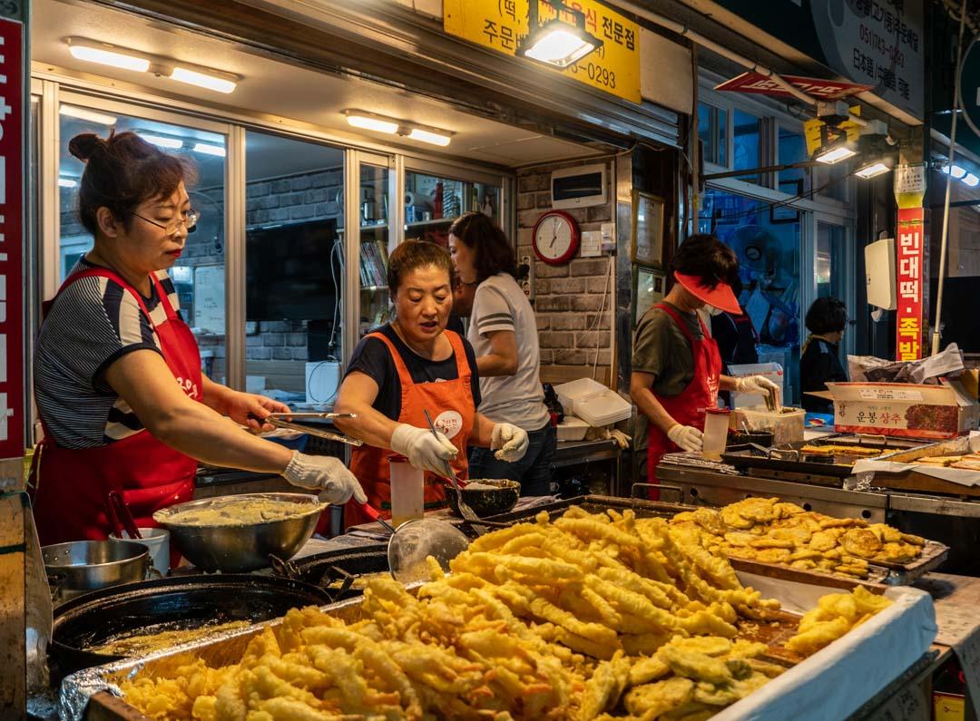 Busan - Haeundae Beach Night Market - Fried seafood vendors